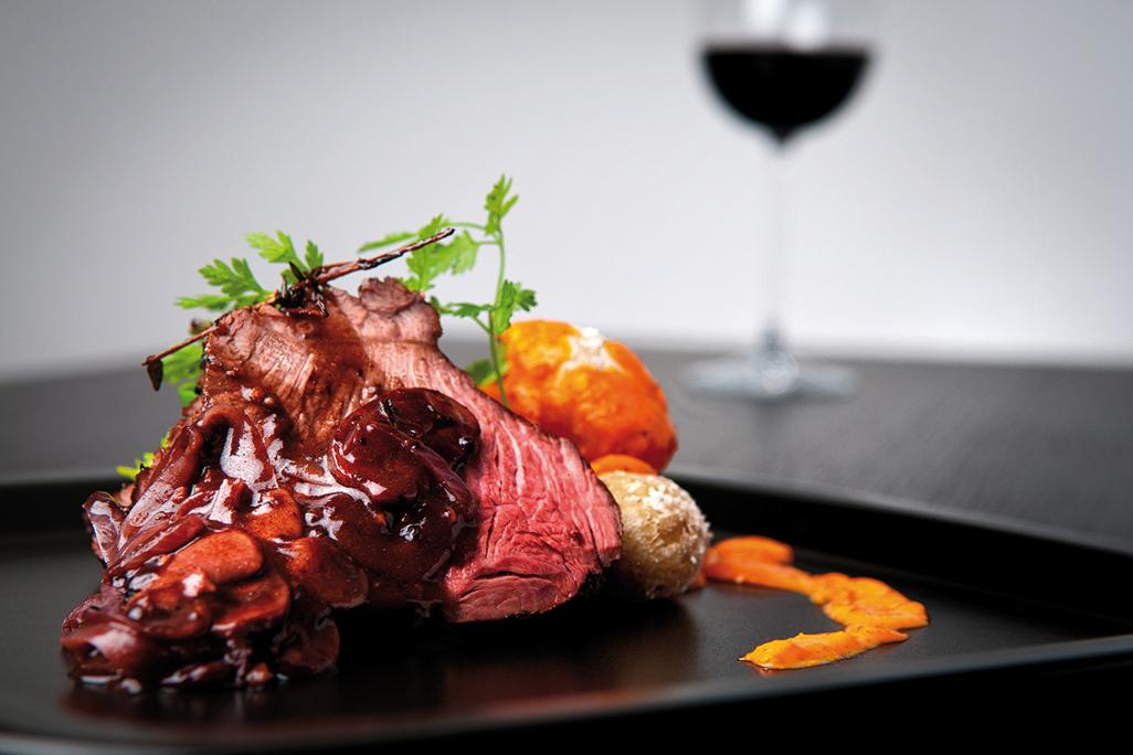 Roast beef with wine sauce and veggies