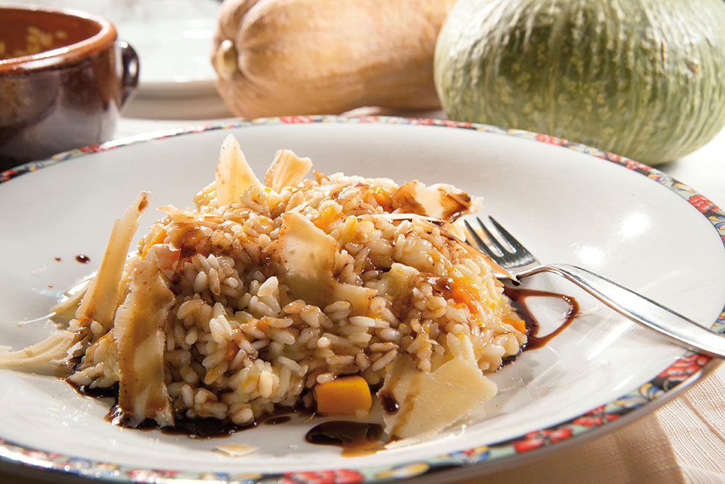 Organic risotto with pumpkins and balsamic vinegar